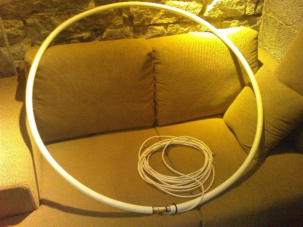 SDR Loop Antenna http://uvb-76.net/2010/12/diy-magnetic-loop-antenna-for-uvb-76.html